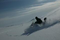 Катание на снегоходах по снежной целине